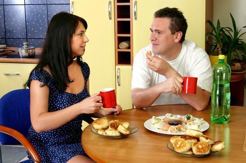 Hábitos con tu pareja afecta más tu forma física que tu familia. (Foto: www.salud180.com)