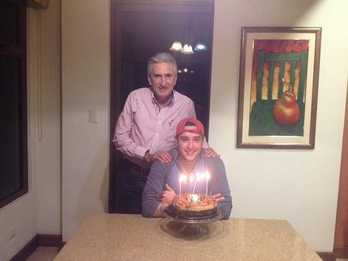 Marco Aurelio Pineda Colon aún tiene la esperanza de ocupar una curul junto a su hijo. (Foto: Facebook/Marco Aurelio Pineda)