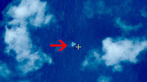 El punto indica la localización de lo que pareciera ser parte del fuselaje. (Foto:BBC)