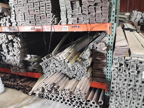 Estas piezas que imitan la madera están hechas completamente de plástico reciclado. (Foto: Javier Lainfiesta/Soy502)