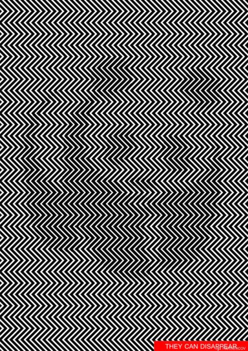La imagen debe observarse con detenimiento para encontrar al panda en medio de las rayas en diagonal.