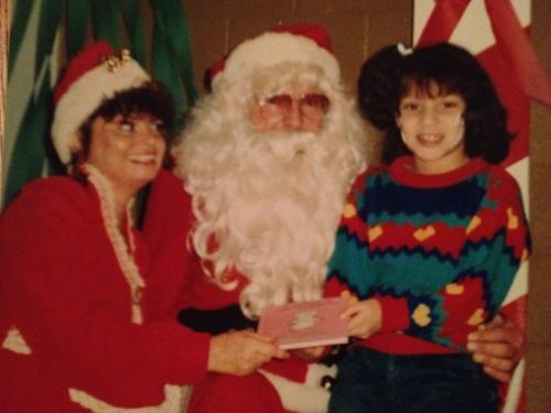 Junto a la publicación de la segunda canción, Gaby Moreno muestra una fotografía de Santa Claus y su madre.