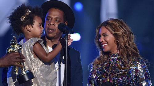 Beyoncé y Jay Z con su pequeña hija. (Foto: Los40.com)