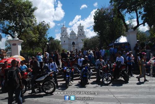 Motoristas que participaron en la Caravana del Zorro en la Basílica de Esquipulas. Foto: esquipulas.com