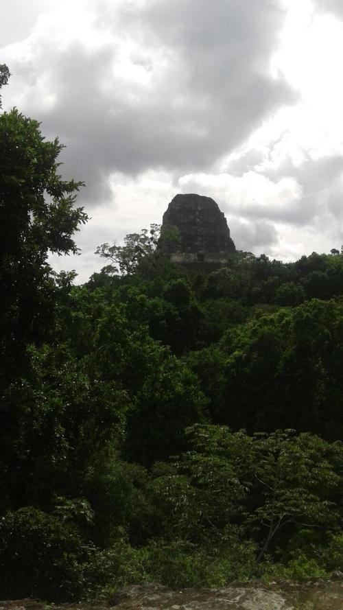 Imagen desde abajo del Templo IV. (Foto: Nuestro Diario)