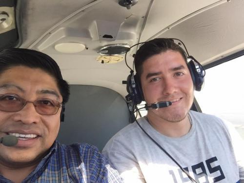 Frener Hernández y Julio Alvarado en una práctica de vuelo. (Foto: Facebook)