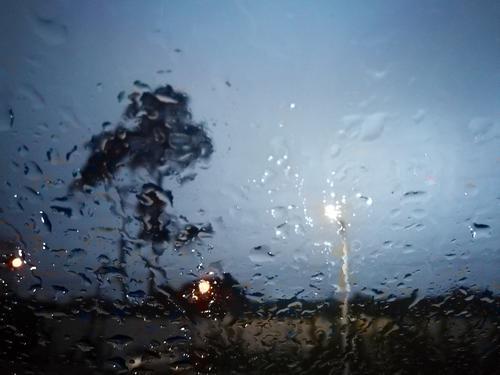 Una leve llovizna se hizo presente en la ciudad y afectó el tráfico. (Foto: Alexis Batres/Soy502)