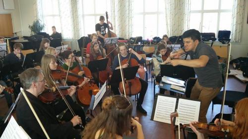 Bruno Campo en acción junto a la Orquesta Juvenil Carl Nielsen de Dinamarca. (Foto: CNUS)