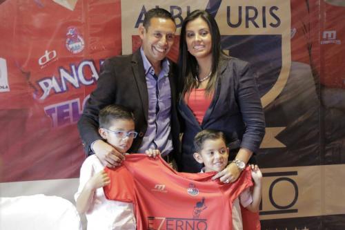 La esposa y los hijos de Albizuris han sido vitales a lo largo de la carrera de él como futbolista profesional. (Foto: Alejandro Balán/Soy502)