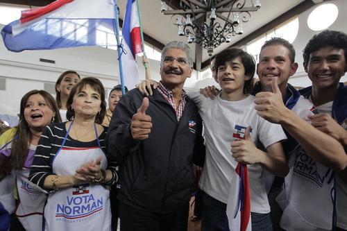 Norman Quijano, candidato presidencial por el partido de derecha Alianza Republicana Nacionalista, Arena. (Foto: EFE/Roberto Escobar).