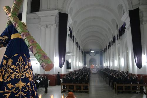 Ésta fue la misa del 58 aniversario de la Consagración de Jesús del Consuelo con la participación de todos los miembros de la hermandad. (Foto: Facebook)