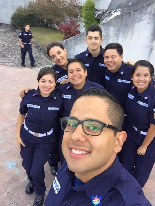 Oscar López se graduó de Bombero Municipal en 2015 y presta su servicio ad honorem. (Foto: Facebook)