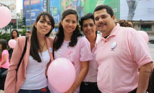 El apoyo incondicional de su familia ha sido lo más importante para Pilar en esta gran batalla. (Foto: cortesía)