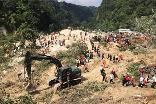 Las cuadrillas de rescate siguen trabajando en el área, desde la noche del jueves 1 de octubre, para el rescate de víctimas. (Foto: Jorge López/ Nuestro Diario)