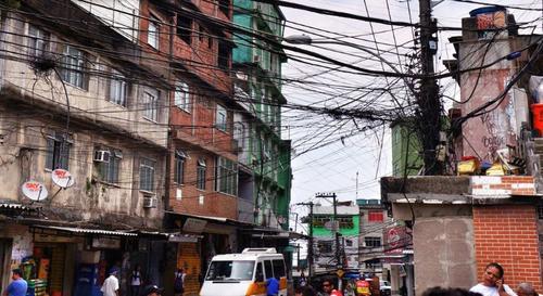 La favela a la que ingresó la pareja es una zona controlada por el narcotráfico, según policías locales. (Foto El Debate)