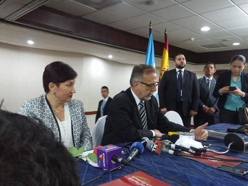 Thelma Aldana, fiscal general, e Iván Velásquez, jefe de la CICIG, ofrecieron declaraciones, un día después de que Otto Pérez quedó sin inmunidad. (Foto: Mario Cordero/Soy502)