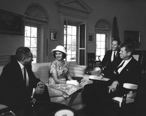 La primera dama mexicana, Eva Sámano, en la oficina oval con el entonces presidente John F. Kennedy. (Foto: Biblioteca JFK)