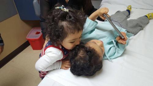 Marcelo junto a su hermana Kristha. (Foto cortesía)