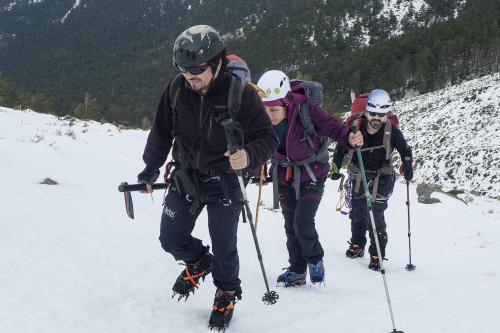 """Rodríguez como guía rumbo a la cima de la montaña llamada """"La Maliciosa"""", en España. (Foto: Christian Rodríguez)"""