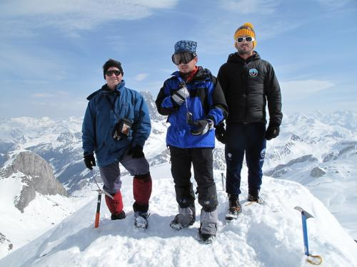 "El guatemalteco en la cima de ""Pic des Moines"", Pirineos Franceses. (Foto: Christian Rodríguez)"
