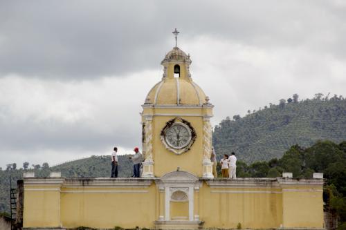 El Consejo Nacional para la Protección de Antigua Guatemala hizo el análisis de los trabajos que se deben hacer en el arco. (Foto: Fredy Hernández/Soy502)