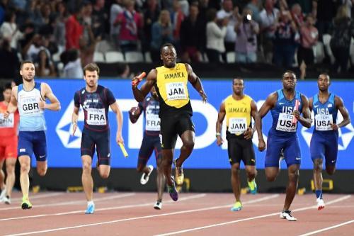 El momento en que Bolt siente el dolor de su lesión. (Foto: AFP)