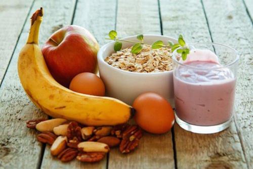 El desayuno no solo te llena de energías para tus actividades diarias, también ayuda a tu cabello. (Foto: mejorconsalud)