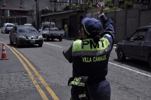 La PMT continuará regulando el tránsito en un carril en el kilómetro 9. (Foto: Conred)