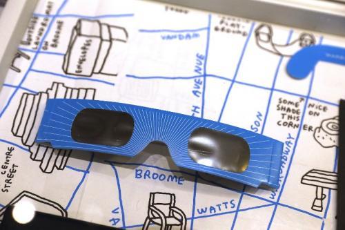 Los lentes cuentan con un filtro especial para observar el fenómeno. (Foto: AFP)