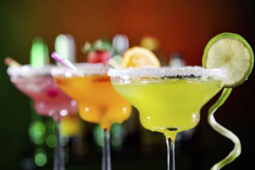Recuerda que consumir alcohol en exceso pone en riesgo tu salud (Foto: Vix)