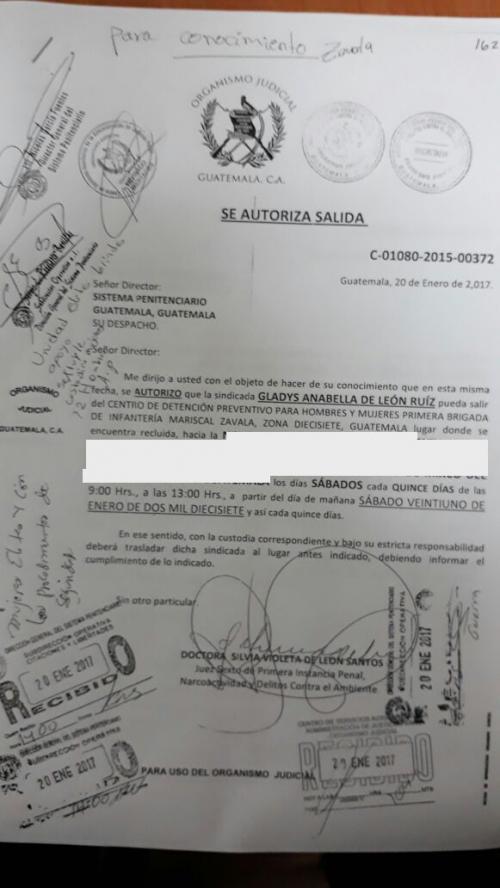 Autorización de salida de Anabella De León. (Foto: Soy502)