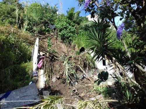 La Conred detalla que dos viviendas tienen daño severo y ocho se encuentran en riesgo de ser soterradas. (Foto: Soy502)