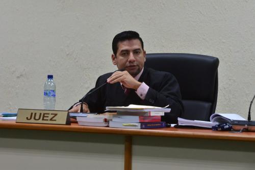 El juez cuarto de Primera Instancia Penal, Carlos Guerra, resolvió el 16 de agosto cerrar el caso penal que el MP inició contra Anahí Keller. (Foto: archivo/Soy502).