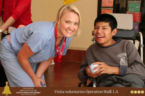 Emily Osment, actriz de Hanna Montana visitó Guatemala. (Foto: Obras Sociales del Hermano Pedro)