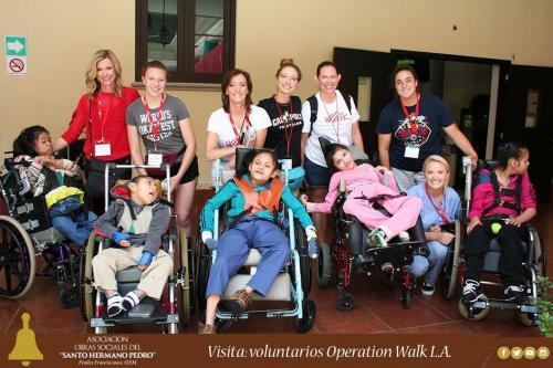 la actriz es voluntaria en la organización Operation Walk. (Foto: Obras Sociales del Santo Hermano Pedro)