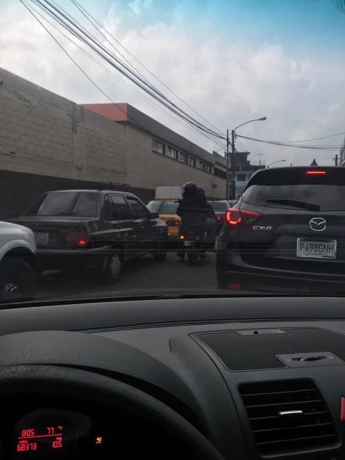 El asalto se registró con dirección hacia la Universidad Mesoamericana. (Foto: lectores Soy502)