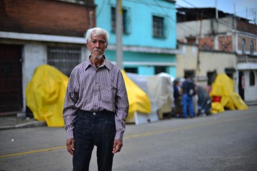 """Don Hilman Martínez fue """"echado"""" de su vivienda en zona 2. (Foto: Jesús Alfonso/Soy502)"""