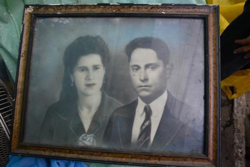 En la foto, Olivia Martínez, hermana de don Hilman, dueña de la casa en Barrio Moderno, y la pareja de ella. Ambos fallecieron hace años. (Foto: Jesús Alfonso/Soy502)