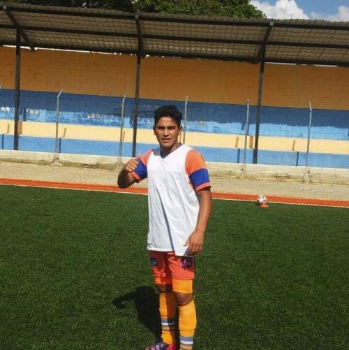 Alexander Morales fue la figura para Palencia al anotar un triplete frente Achik'. (Foto: Tercera División)