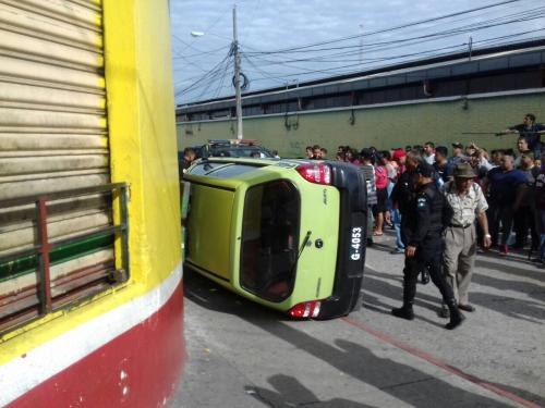 Así quedó el auto de la PMT. (Foto: Amílcar Montejo/PMT)