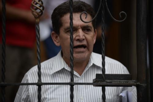 Joviel Acevedo, líder magisterial, se reunió en privado con Jimmy Morales luego de marchar este miércoles. (Foto: Wilder López/Soy502)
