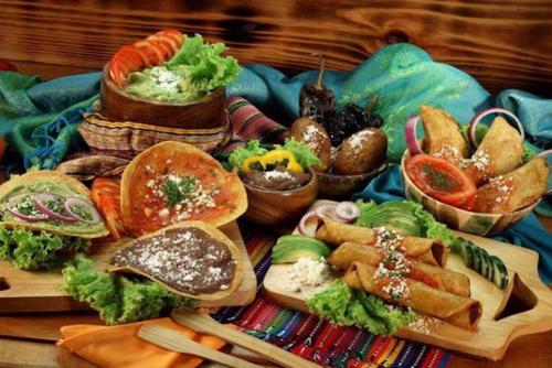 Comida típica que podrás encontrar en los locales del mirador. (Foto: Pinterest)