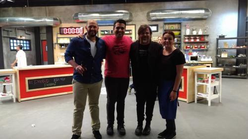 Los ganadores junto al chef Alfonso Cadena. (Foto: Facebook)