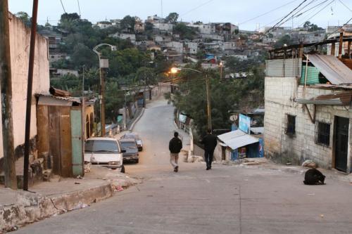 Los allanamientos se realizan en Mixco, San Pedro Ayampuc, Palencia, las zonas 18 y 21 de la capital. (Foto: MP)