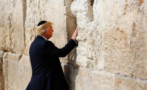 En mayo de este año, Donald Trump visitó el Muro de los Lamentos. (Foto: El Universal)