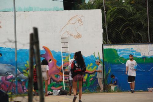 ¿Vas hacia el norte del país? Haz una parada bajo el puente de Río Dulce y llévate una postal con estas hermosas pinturas. (Foto: Fredy Hernández/SOy502)