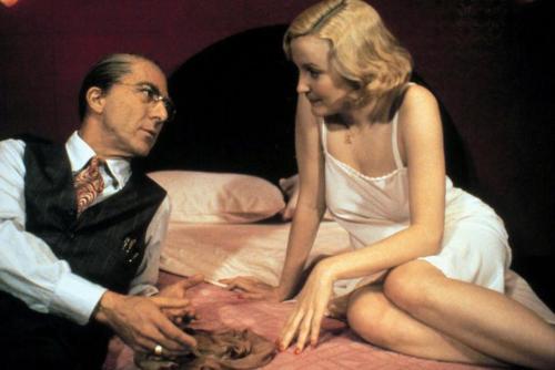 """Así lucían los actores en de las escenas de la obra """"Bradway Deadth of a Salesman"""" (Foto: The Sun)"""