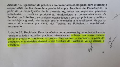 """La segunda parte del artículo 20, en el que se define """"reciclaje"""", está copiado del sitio inforeciclaje.com. (Foto: Jessica Gramajo/Soy502)"""