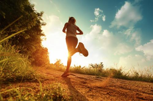 Debes buscar un lugar con naturaleza para que el ejercicio sea efectivo. (Foto: bostonmagazine.com)
