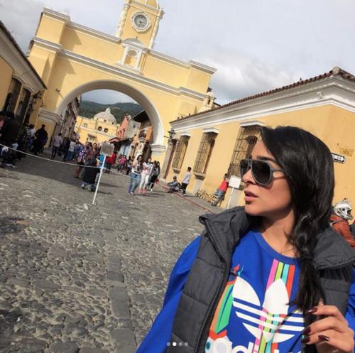 Manelyk se tomó fotografías en los principales monumentos de Antigua. (Foto: Instagram)